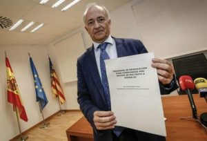 Vicente Magro showing the protocol for the couses against animal abusers