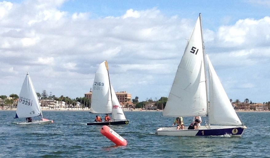 dinghies-cross-the-start-line-18-09-16